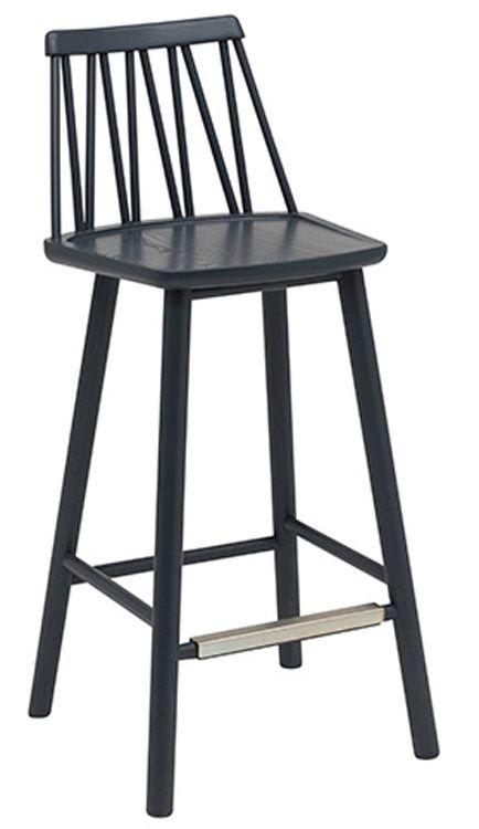ZigZag är en stilren och nätt barstol från Hans K. Den finns i flera färger och material och det går att köpa till sittdyna i tyg, läder eller fårskinn. Glöm inte att köpa till dynaför bästa komfort.Mått:Höjd: 87cmBredd: 39cmDjup: 42cmSitthöjd: 63cmFärg/Material: Blåbetsad massiv alm
