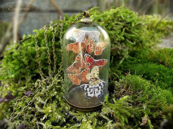 Mini butterfly terrarium necklace (butterflies under the glass dome)