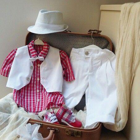 Κάρο Κόκκινο πουκαμισάκι,με λευκό παντελονι,άκρως  αριστοκρατικό στις καλύτερες τιμές  της αγοράς! Ολολευκο βαμβακερό  για  να ντύσετε  το μωράκι  Σας!Καλέστε  2105157506 www.valentina-christina.gr  #βάπτιση #βαπτιση #vaptisi#baptisi
