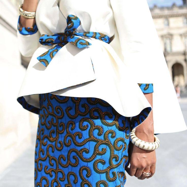 Entre couture et prêt-à-porter, le label du styliste ivoirien Elie Kuame fait partie de cette génération de créateurs africains talentueux sur qui on peut compter. S'il fallait décrire les créations Elie Kuame en quelques mots, on parlerait de féminité, d'élégance et de poésie. Ces valeurs se traduisent à merveille dans ce total look de la ...