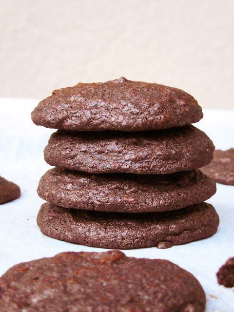 Ak ste ešte nejedli tie najlepšie, najjednoduchšie a najčokoládovejšie sušienky, tak si nájdite 10 minút na ich prípravu. Chutia ako brownie...