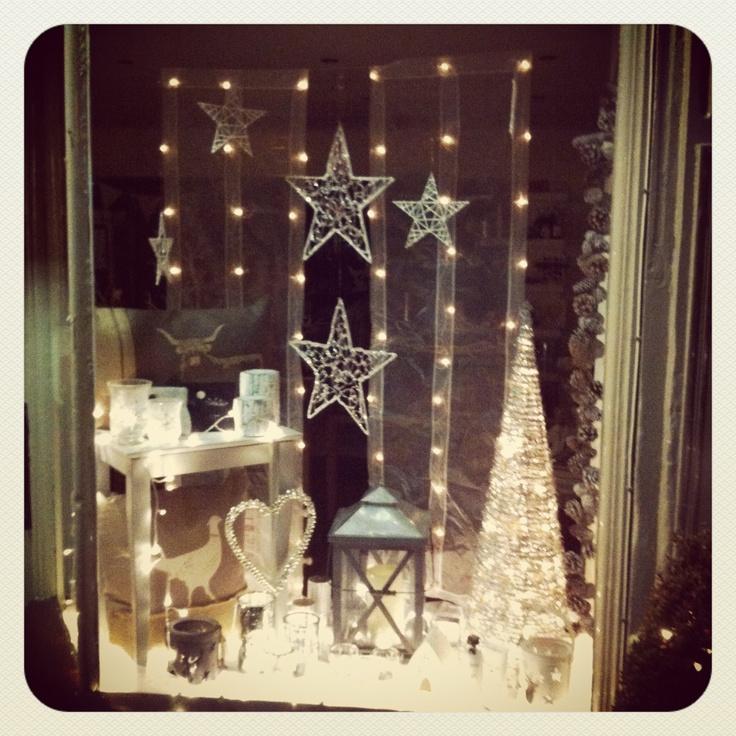Christmas Shop Window  (www.noras-shop.co.uk)