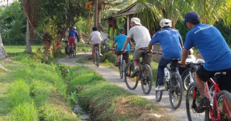 Bali Eco Cycling tour designed to take the visitor to Bali away from the tourist areas and show them the real Bali to learn about the Balinese culture. #baliecocycling #baliecocyclingtour #balieco #ecocycling #ecocyclingtour #balicycling #cyclingtour #cyclingbali