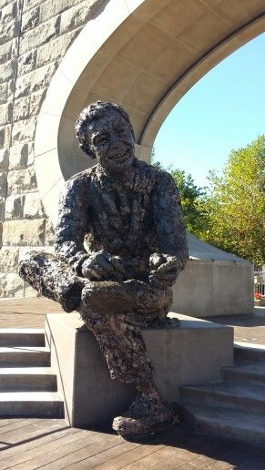 Mr Rodgers statue Pittsburgh