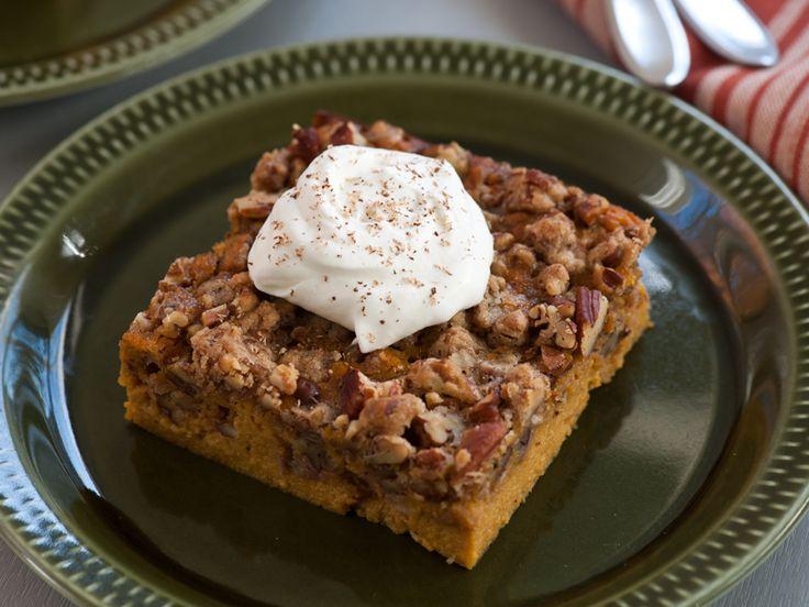 Pecan Pumpkin Crunch Bars - #Thanksgiving #ThanksgivingFeast #Dessert