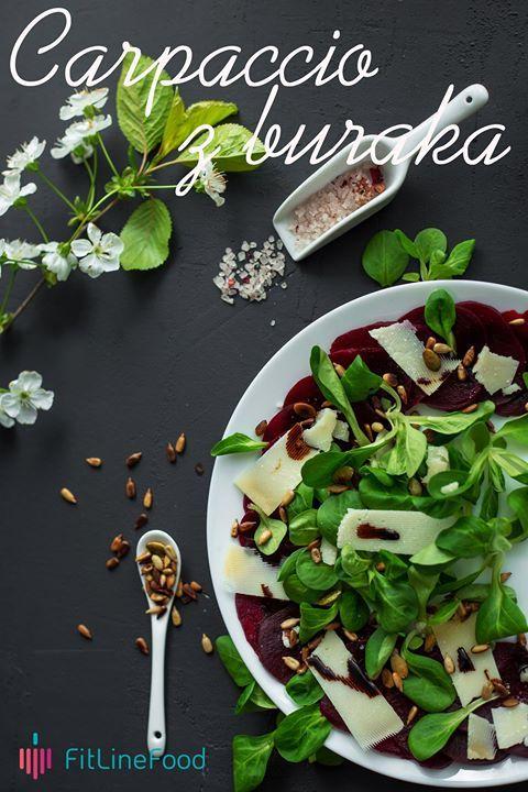 Szybka, zdrowa i smaczna przekąska. Gotowany burak w połączeniu z roszponką i dojrzewającym serem, a wszystko to posypane prażonymi ziarnami słonecznika, dyni i orzeszków pinii, skropione octem balsamicznym. Smacznego. / Fast, healthy and yummy snack. Boiled beet paired with a corn salad, aged cheese, sunflower and pumpkin seeds and a bit of balsamic vinegar. Enjoy. www.fitlinefood.com