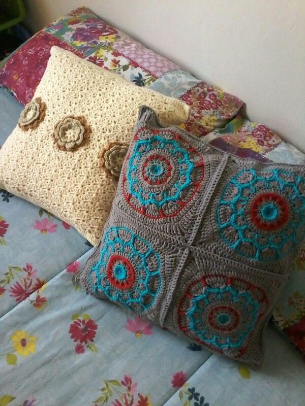 Lovely scatters for christmas fair. Free square pattern http://pinkmambo.com/crochet/dream-circle-12-crochet-square-and-mandala/