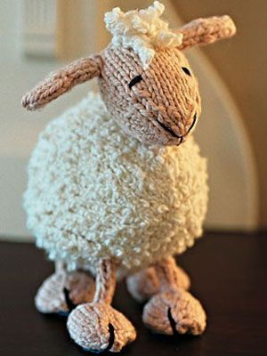 Level: medium // Diese Schäfchen möchte man zählen, wenn man nicht schlafen kann // Gesehen bei: http://www.womansday.com/home/craft-ideas/craft-project-knitted-toy-lamb-101310
