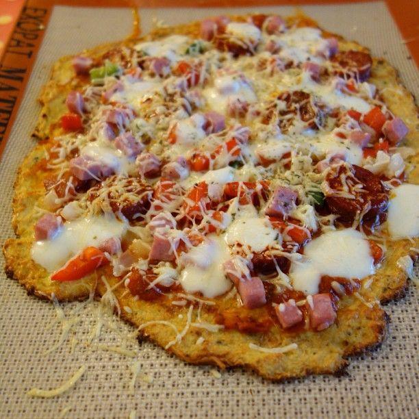 Pizza avec pâte au chou fleur. Etonnant non ?