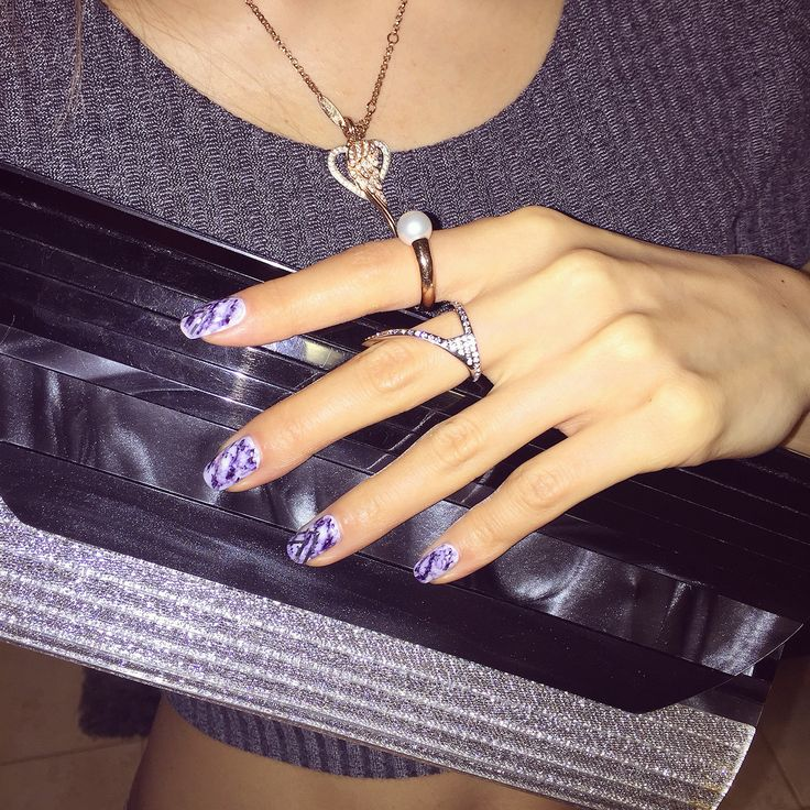 Marble nails. Sharpie nail art. Avec New York. Vita Fede. Mimco.
