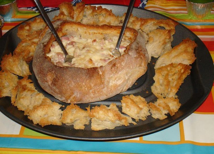 Receita de Pão Recheado com Queijo - http://www.receitasja.com/receita-de-pao-recheado-com-queijo/