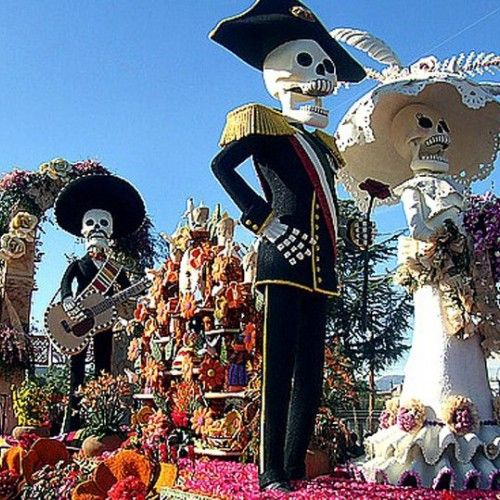 'cause there aint no party like a Spirits-of-the-dead-tortilla-eating-mexican-halloween party! This famous Day of The dead festival is to die for     #instatraveling #traveler #travelgram #traveling #experiences #dayofthedead #mexico