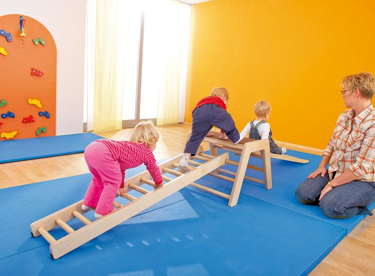 espace de motricit 1 3 ans salle motricit exemples d am nagement haba petite enfance. Black Bedroom Furniture Sets. Home Design Ideas
