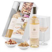 Deze gastronomische wijnmand bevat een elegante en complexe Mendel Semillon van één van de beste Argentijnse wijnhuizen. Samen met een heerlijke olijventapenade uit de Provence, een lekkere notenmengeling en de beste krokante koekjes, is deze wijnmand een plezier voor elke wijnliefhebber. Deze geschenkmanden kunnen verstuurd worden naar heel Europa, ook naar Nederland.