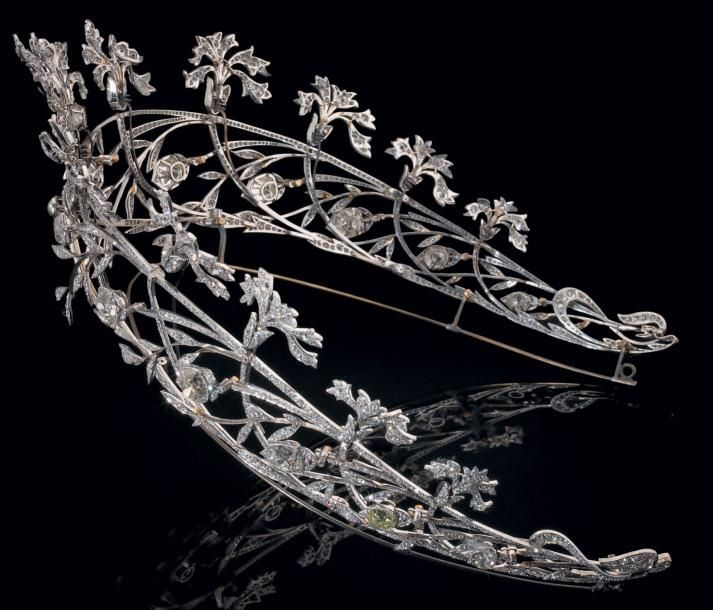 CHAUMET TIARA platinum openwork, decorated with twelve carnations, foliage and flower buds falling slightly, some mounted on springs.  created  by Joseph Chaumet, ca 1908.