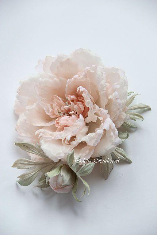 Купить или заказать Пион 'Соната' в интернет-магазине на Ярмарке Мастеров. Нежный, изысканный цветок пиона с нераспустившимся бутоном. Может стать неповторимым свадебным или вечерним аксессуаром. Сделать Ваш образ оригинальным и запоминающимся.