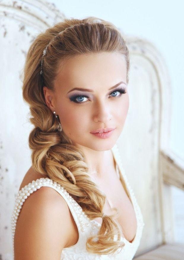 Seitlicher Zopf flechten-elegante Brautkleider und Make-Up