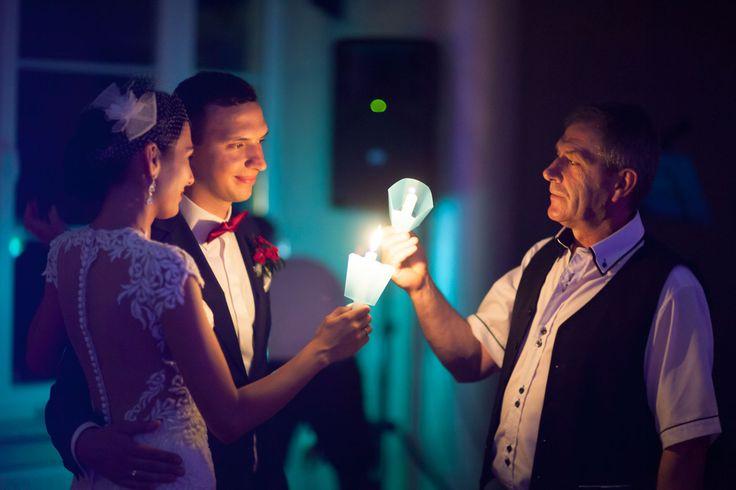 Taniec przy świecach na weselu. Fotograf czasem ma trudne zadania :)