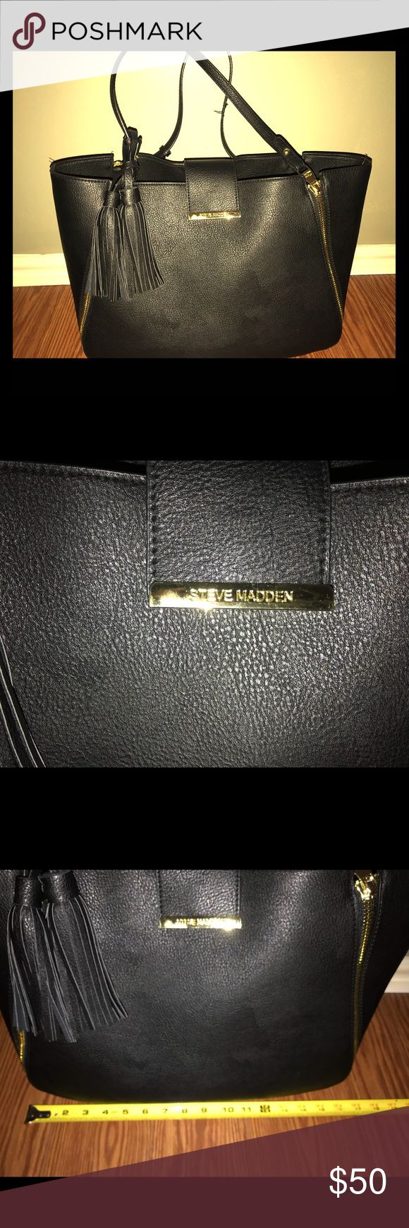 Steve Madden Handbag Black with gold accents. The strap has normal wear to it , not bad at all. Overall good condition. Only used a month . Steve Madden Bags Shoulder Bags