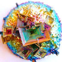 大自然の神秘! 虹色の金属、ビスマスの造形と色彩が美しすぎる - NAVER まとめ