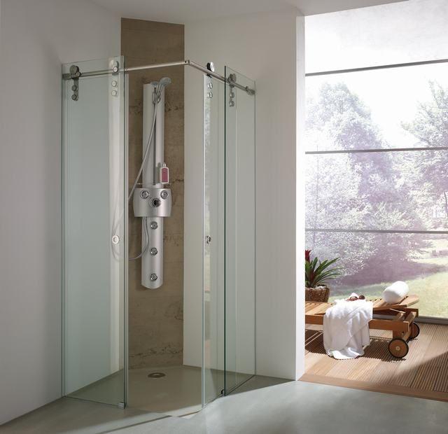 Glazen douchecabine voorzien van een luxe schuifsysteem   badkamer inspiratie   vidre glastoepassingen