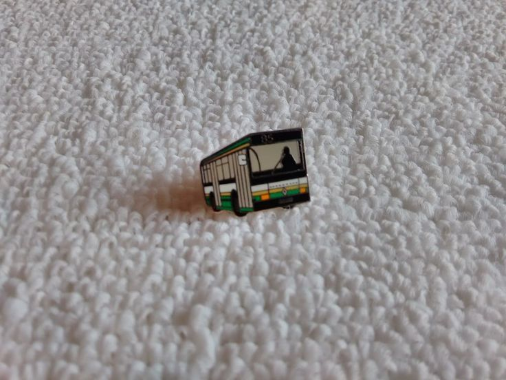 Vintage France/French Renault Auto Bus pin badge