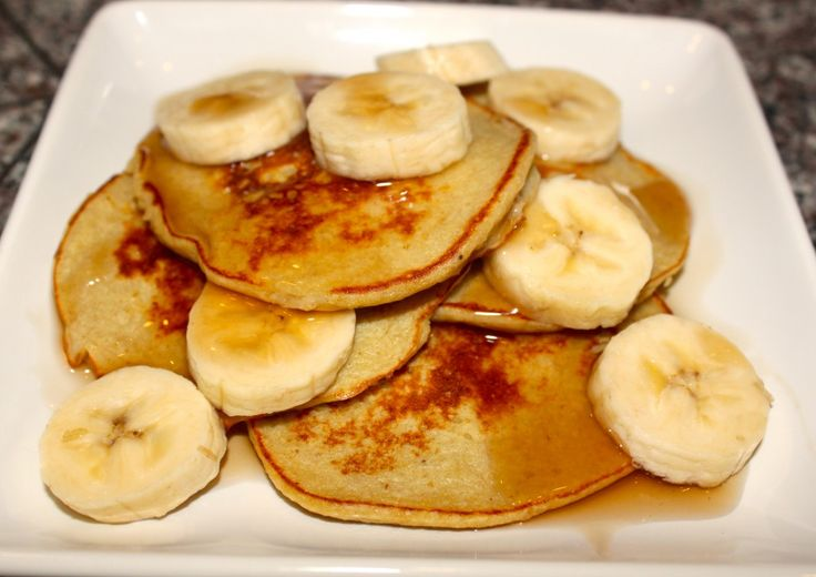 Easy Banana Bread Protein Pancakes | Happy Meals | Pinterest