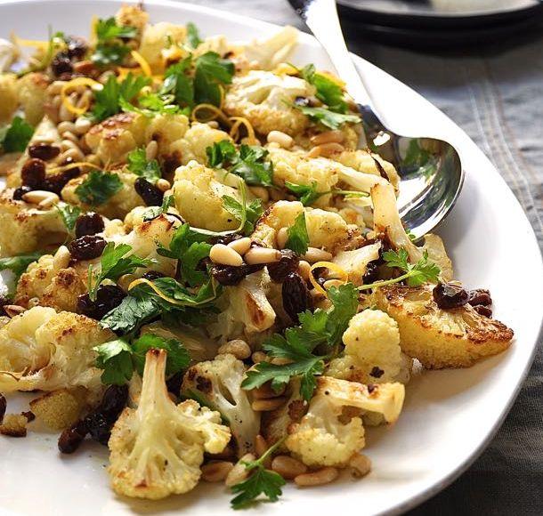Coliflor al horno con pasas y piñones | #Receta de cocina | #Vegana - Vegetariana ecoagricultor.com