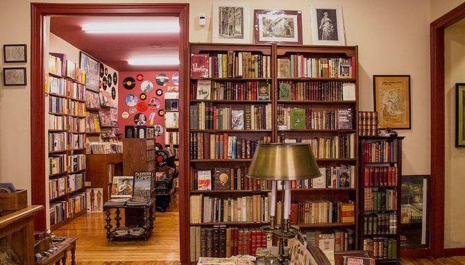 'La Galatea' es un referente de las librerías de viejo en España | Fotos: Aran Blanche