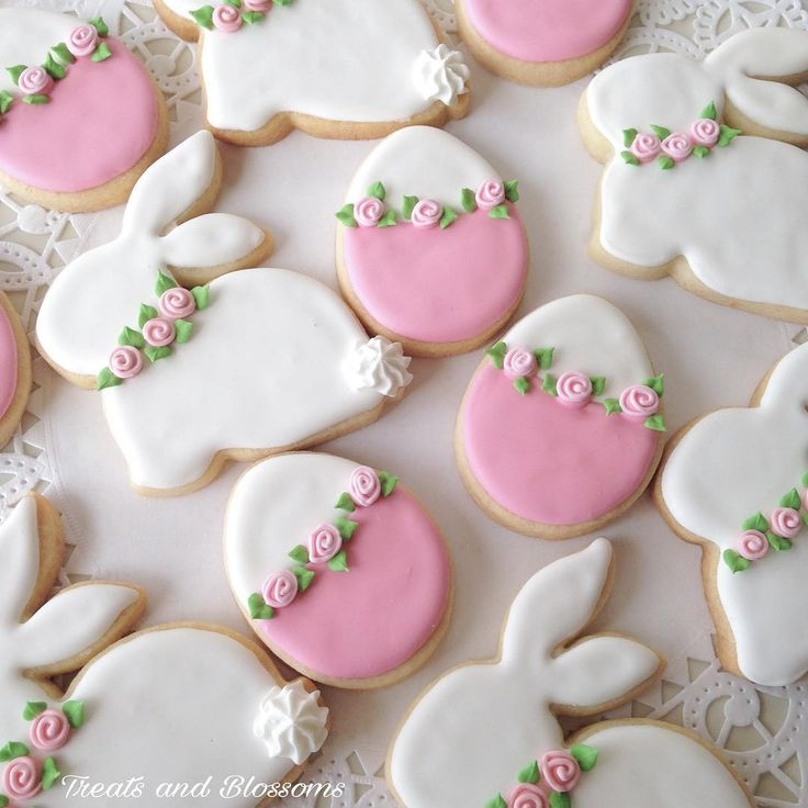 Cute cookies for my #tbt #treatsandblossoms #cookies #decoratedcookies #sugarart #royalicing #pink #easter #easterbunny #bunny #eggs #eastereggs #cookieclasses #whiterock #southsurrey #langley #vancouver