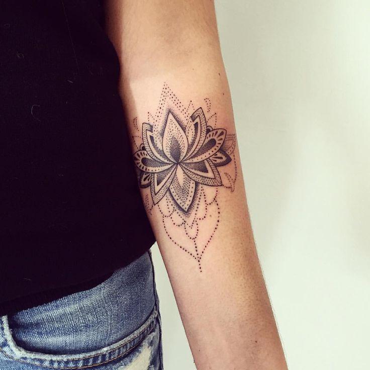 Tatouage mandala tattoo tatouage mandala dot dotwork minimaliste small geometric with tatouage - Mandala tatouage femme ...