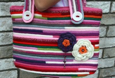 Bolso con cordón tricotin