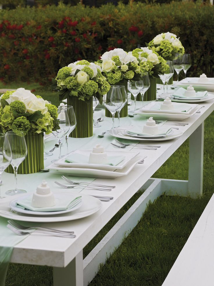 Set your table nicely and always have something in your guests plate http://www.instyle.gr/photo-gallery/gamos-se-nisi-trapezi-pou-tha-afisi-istoria/