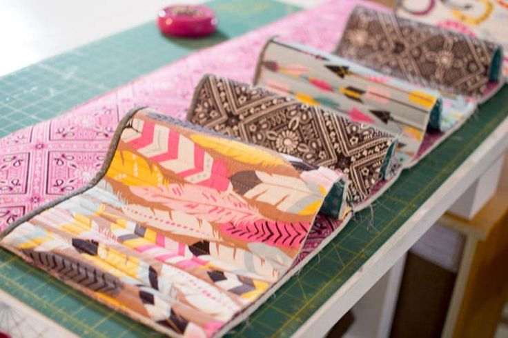 Bedside Pockets Organizer - free sewing tutorial — SewCanShe   Free Daily Sewing Tutorials
