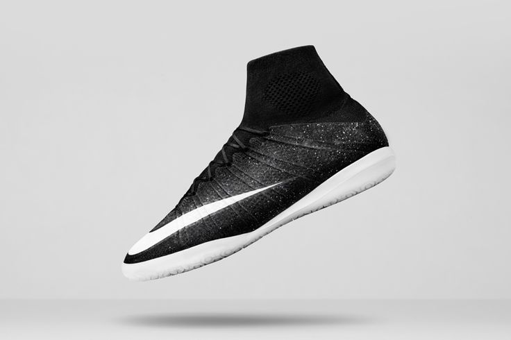 Nike unveils a special rendition of its Elastico Superfly indoor-soccer shoe, which features a unique shimmer effect first features on Cristiano Ronaldo's Mercurial Superfly CR7 boot. The Elastico Sup...