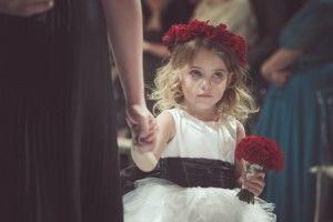 Coroa de flores e buquê vermelhos para dama de honra - Foto Pedro Arcene e Silvana Garzaro