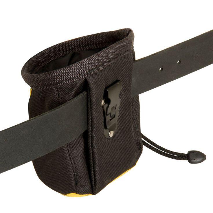 Pas na przysmaki można do siebie dopasować - jest regulowany w zakresie 70-130 cm.