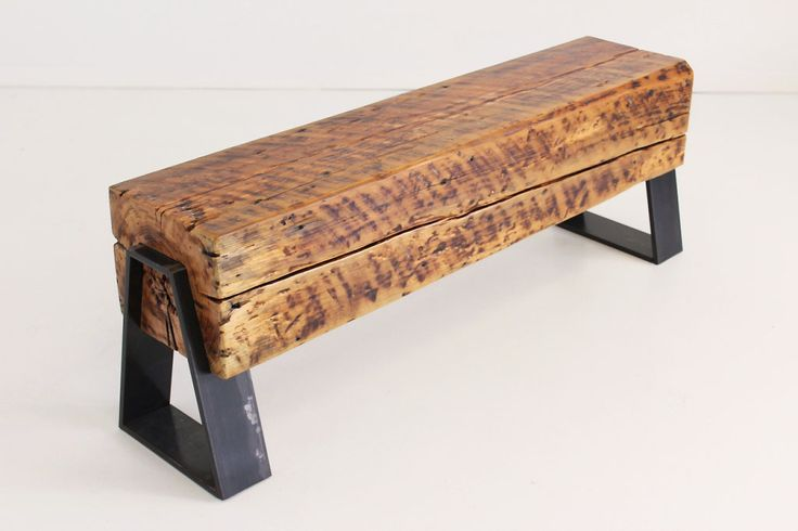 Banc en Bois antique (Bois de Grange) avec patte en acier. Beau look disponible en plusieurs dimensions. Great looking reclaimed wood bench (Barn wood) with metal legs. Available in different sizes and colors.