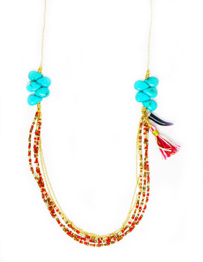 Collar colores, tassel y colmillo.