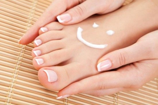 Massage your feet with Fruits to heal cracked heels ♡