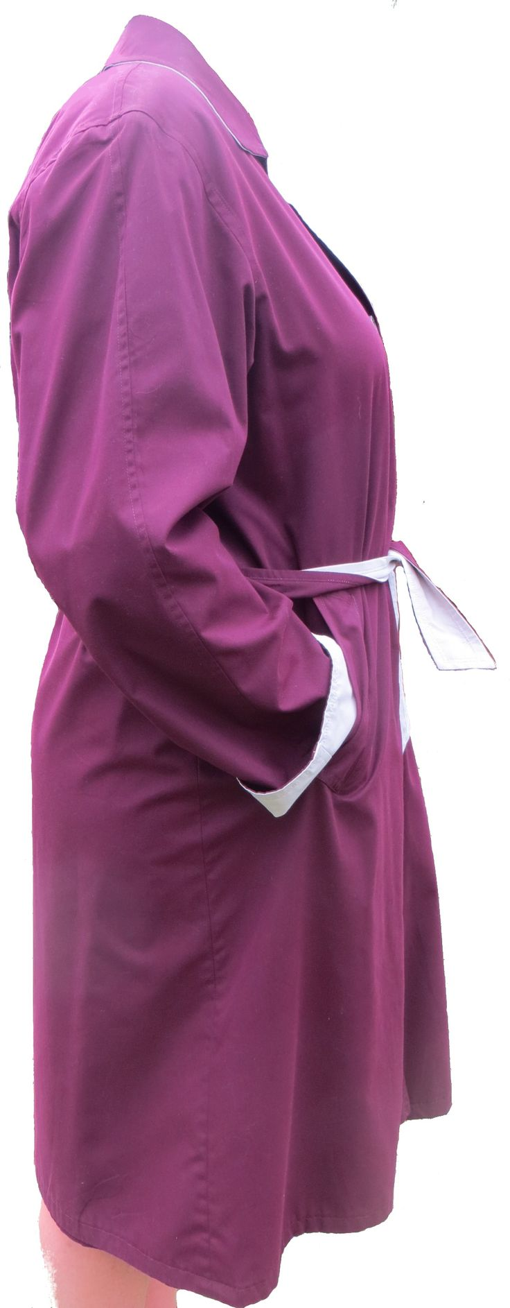 A reversible summer coat in maroon and light beige. Designed by Norma Della Legge of Italy. Hidden buttons on the beige side, two pockets both sides, a belt, soft to the touch, light but warm, excellent quality and simple finishes in poly/cotton.