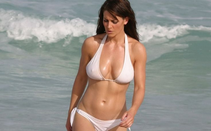 Latin wife shows her hot naked body on vacation. Picture #1