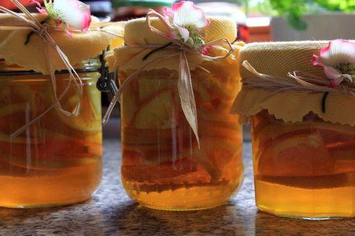 Íme egy recept, amit az ovisok is garantáltan el tudnak készíteni. Nem kell hozzá más, csak némi gyömbér, citrom, narancs és egy csupor mé...