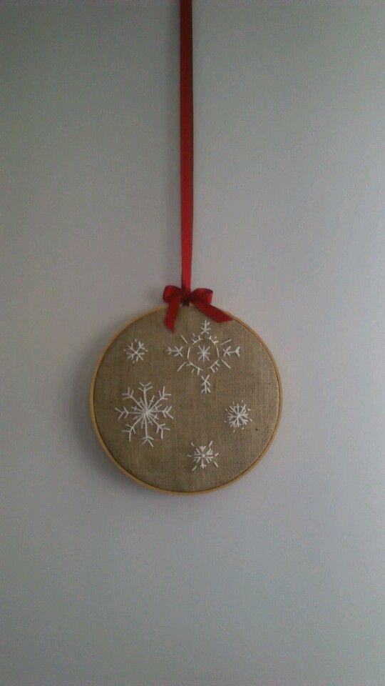 xmas embroidery on burlap +hoop