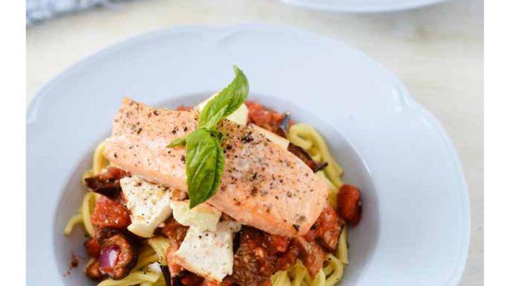 Snor kookt: spicy pasta met aubergine, ricotta en zalm (plus recept!) - De Wereld van Snor
