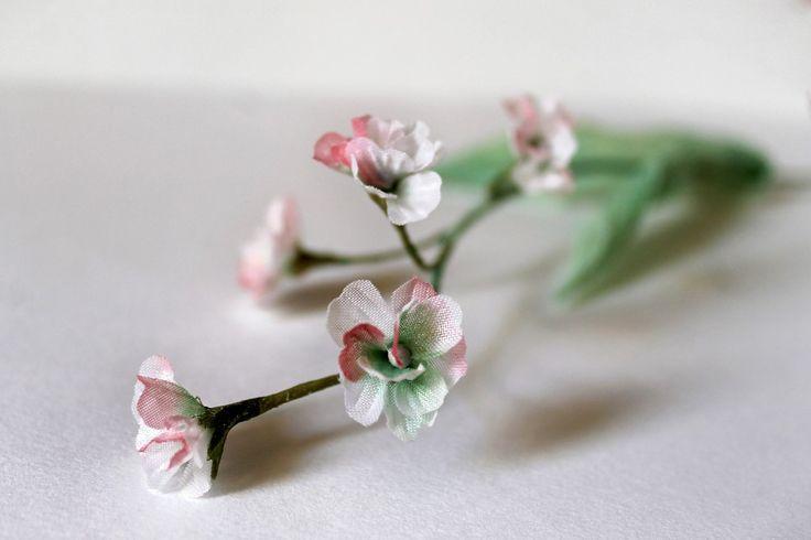 Маленькие нежные цветочки из ткани. Тычинки тоже моего производства.
