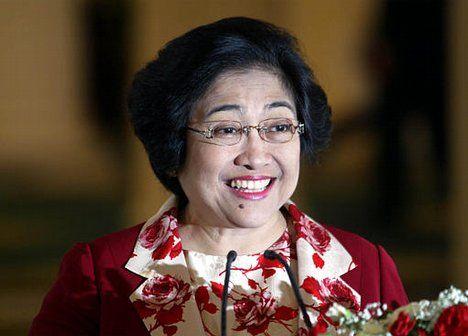 Ketua Umum PDIP Megawati Soekarnoputri menghadiri pameran seni karya Edi Susanto bertajuk 'JavaScript'. Dalam kesempatan itu Megawati mengungkapkan rasa sedih karena karya seni naskah kuno kurang diminati di negeri sendiri.