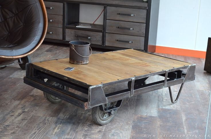 Cet ancien chariot de la poste a t r habilit en table basse industrielle - Customiser table basse ...