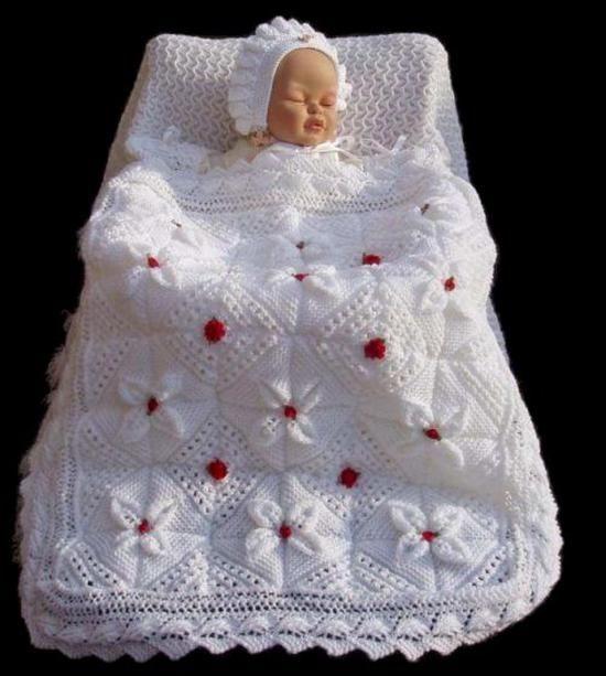 Çiçek motifli el örgüsü bebek battaniye-modeli