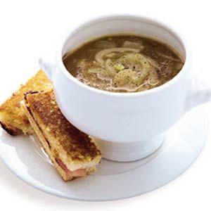 Recept - Hollandse uiensoep met tostirepen - Allerhande